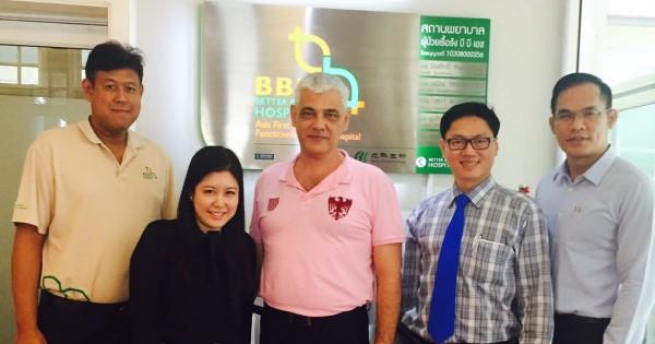 Beikes COO Enrico Bisello besuchte die Patienten im BBH.
