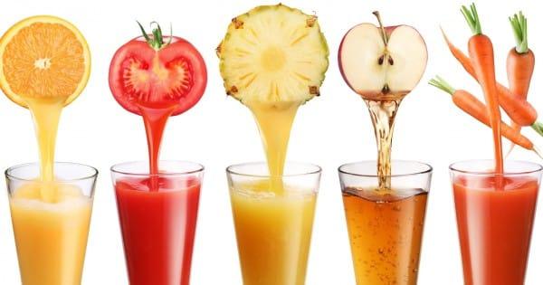 Obst und Gemüse werden zu Saft verarbeitet